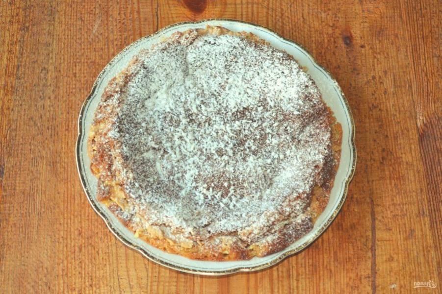 Соберите тортик, по желанию присыпьте сахарной пудрой. Я добавила еще немного кокосовой стружки.
