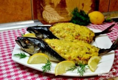 Выкладываем готовую рыбу на тарелку и подаем к столу горячей. Приятного аппетита!