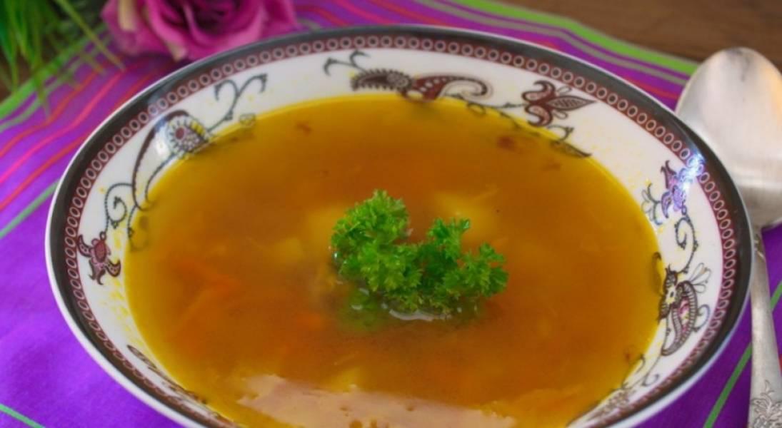 Готовый суп следует настоять под крышкой 10 минут. Приятного аппетита!