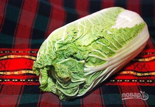 1. Капусту вымойте, обсушите, при необходимости снимите верхние листья.