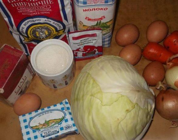 Подготовьте продукты для пирога с капустой.