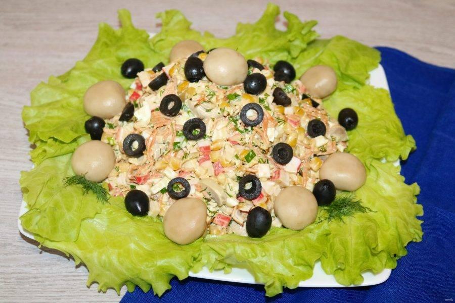 Салат из крабовых палочек с шампиньонами готов.  Приятного аппетита!