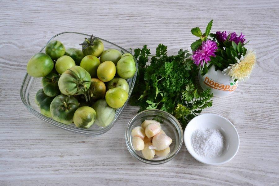 Подготовьте все необходимые ингредиенты. Помидоры можно брать как полностью зеленые, так и слегка бурые.