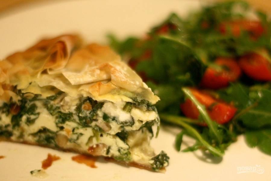 Греческий пирог с сыром и шпинатом