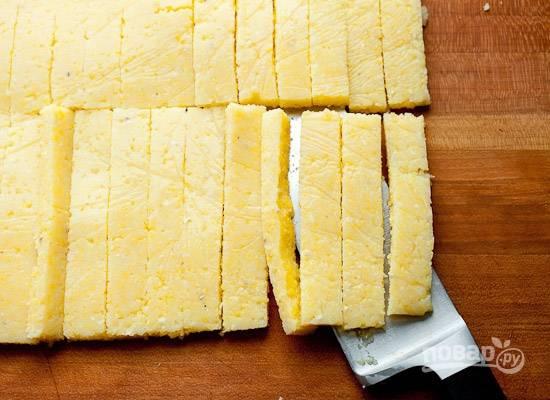 4. Острым ножом нарежьте вот такими полосочками.
