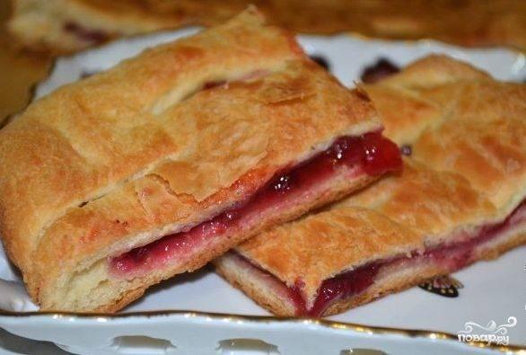 Брусничный пирог из дрожжевого теста