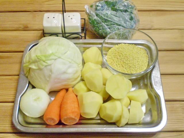 1. Приготовим продукты. Овощи очистить и тщательно вымыть.
