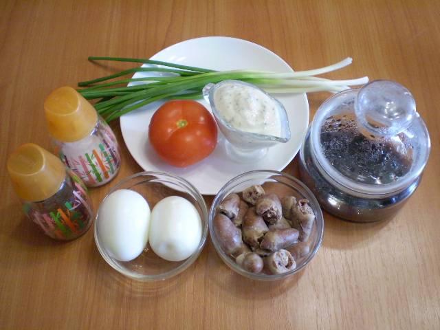 1. Приготовьте заранее соус и отварите в соленой воде сердечки до готовности. По времени часа вполне достаточно. Яйца отварите вкрутую.