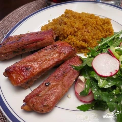 Подаем в горячем виде с любимым гарниром и салатом. Приятного аппетита! :)