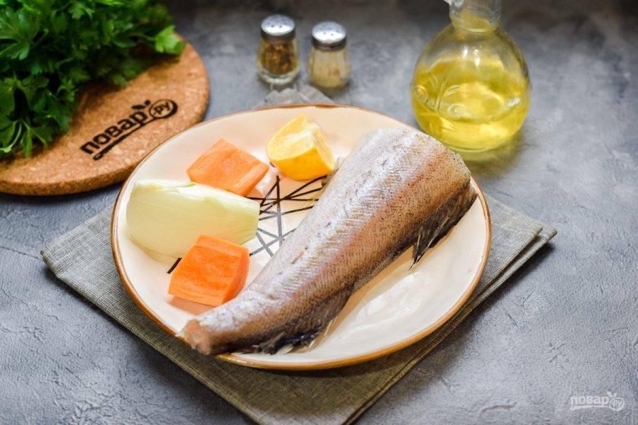 Подготовьте все необходимые ингредиенты. Рыбу заранее разморозьте.