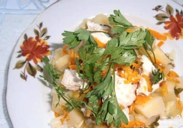 Готовьте блюдо в пароварке в течение 40 минут. В каждую порцию добавьте майонез. Приятного аппетита!
