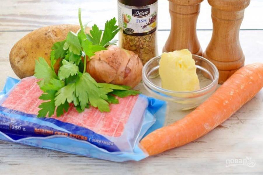 Подготовьте ингредиенты, помойте и очистите морковь и картофель.