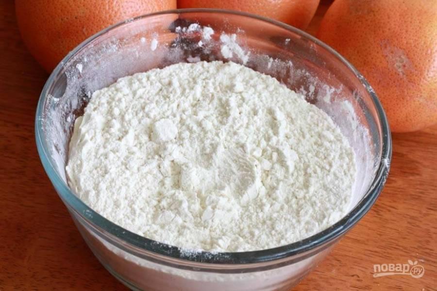 5.В отдельной миске смешайте муку с солью, разрыхлителем, содой.
