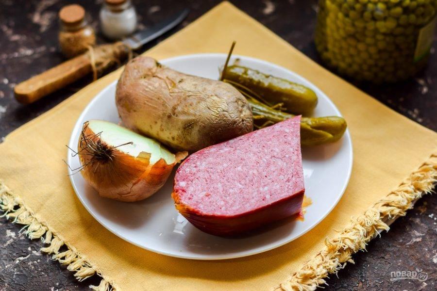 Подготовьте ингредиенты. Картофель заранее отварите до готовности.