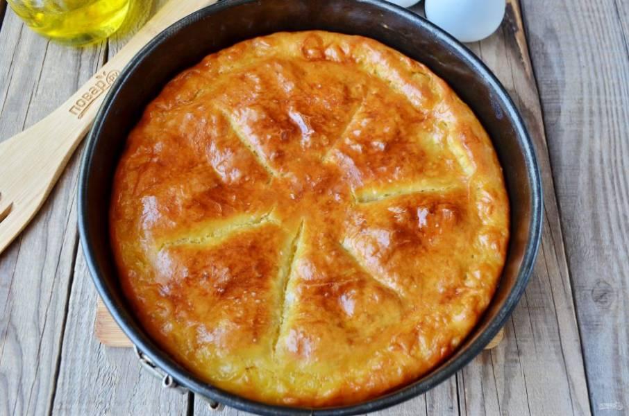 Пирог готов! Остудите его в форме полностью.
