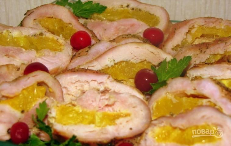 Готовое филе красиво нарезаем и украшаем зеленью. Приятного аппетита!