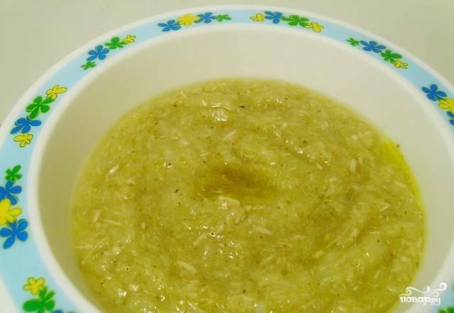 Пюрируйте суп блендером, добавьте специи по желанию, и можно подавать на стол.
