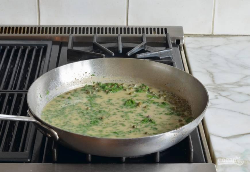 9. Варите соус пару минут до лёгкой густоты. Добавьте соль и перец по вкусу.