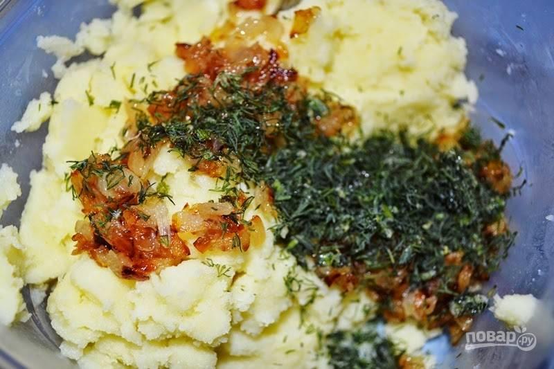 3.Мелко нарежьте укроп, смешайте картофельное пюре с луком и укропом.