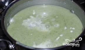 Потом внесите сливки, перемешайте, снимите суп с огня.
