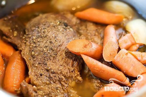 Жаркое из говядины и моркови с вином