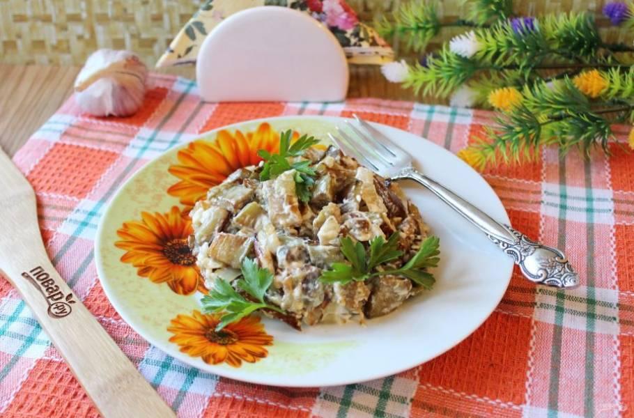 Баклажаны как грибы с майонезом готовы. Подавайте на закуску.