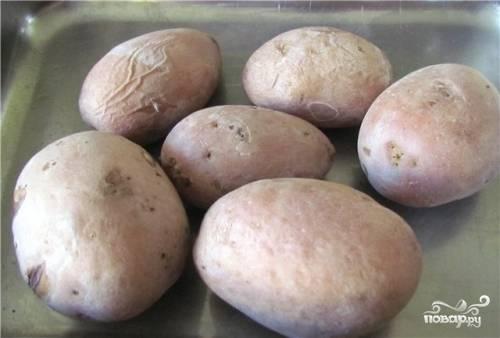 Картофель отварить.