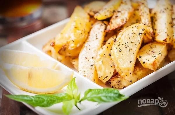 Картофель, запеченный с лимоном и чесноком