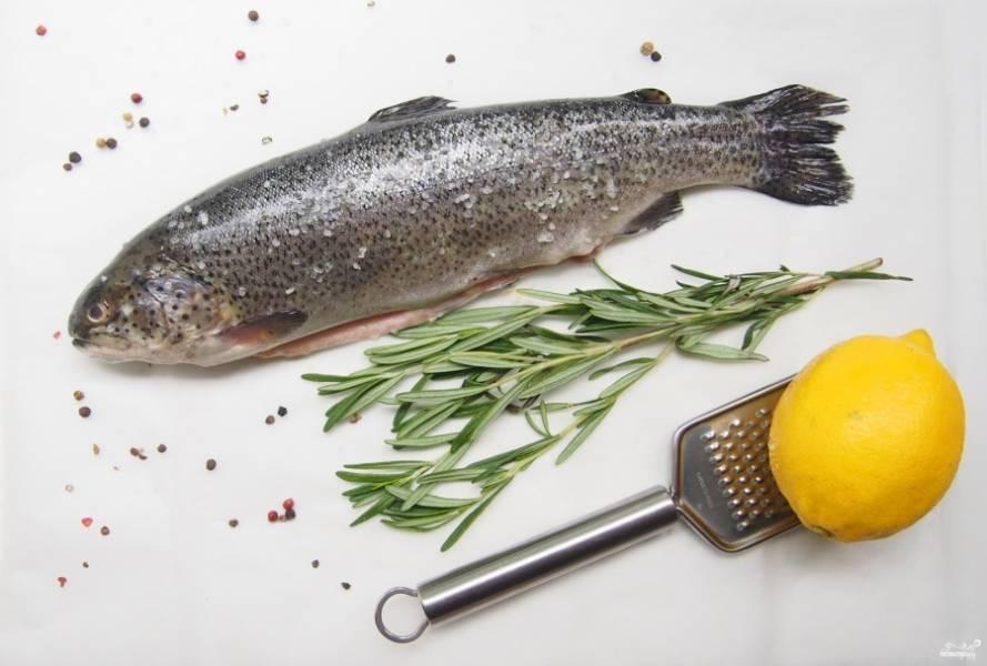 1. Форель - очень полезная рыба, и рецептов ее приготовления существует ну очень много. Итак, нам нужно очистить рыбу и хорошо ее выпотрошить.