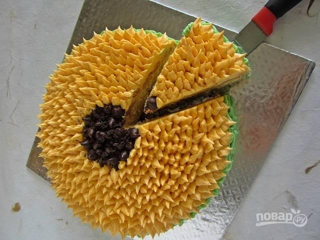 10. Вот такой яркий и аппетитный торт «Подсолнух» в домашних условиях получился. Приятного чаепития!