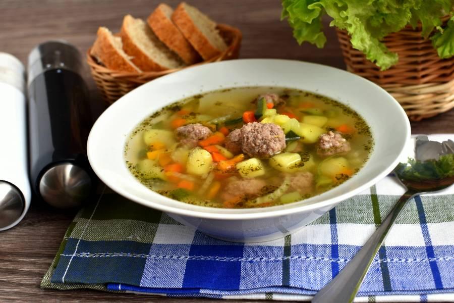 Суп с фрикадельками и кабачком