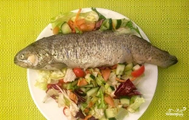 Потом выключите огонь и оставьте рыбу на 10 минут в фольге. Затем удалите фольгу, а готовую рыбку подавайте с гарниром. Приятного вам аппетита!