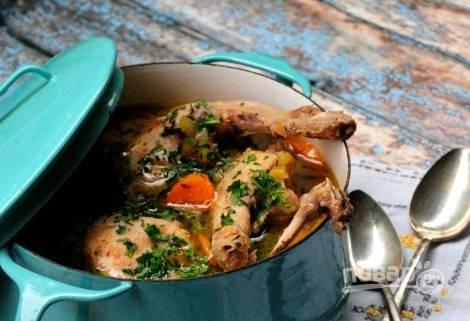 4. В процессе, возможно, потребуется подлить немного воды. Перед подачей к столу можно добавить в сотейник свежую зелень. Приятного аппетита!