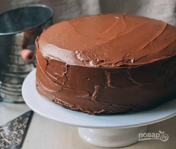 10.Промажьте остатками крема все края, ешьте торт сразу, но лучше оставить его на несколько часов. Приятного аппетита!