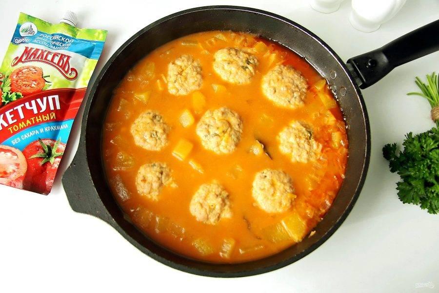 Тефтели с тыквой в томатном соусе готовы.