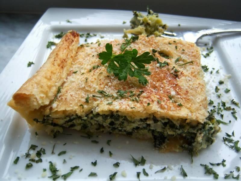Готовый слоеный пирог с брокколи и сыром подавайте, когда он остынет. Тогда его будет легче резать. Приятного аппетита!