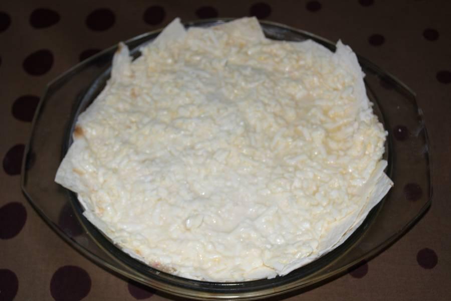 И так выкладывайте, пока все продукты не закончатся. Разогрейте духовку до 180 градусов и запекайте пирог до готовности.