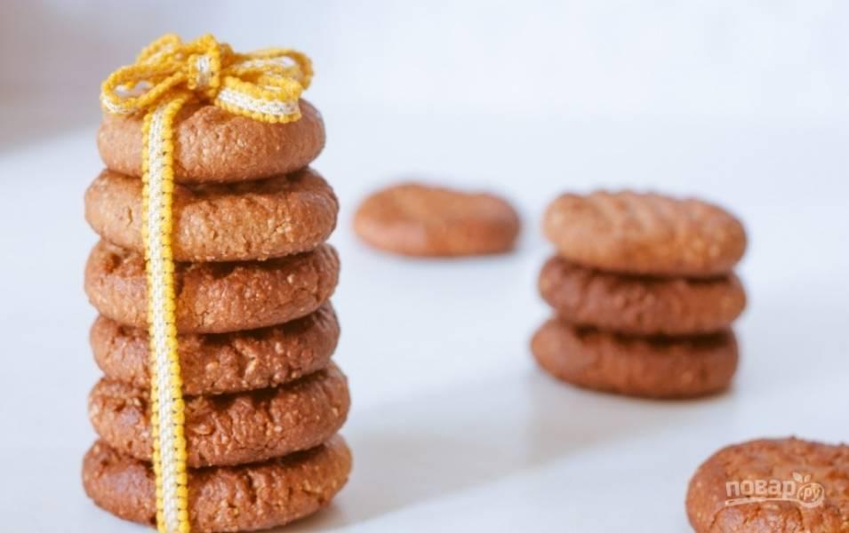 Запекайте печенье при 180 градусах в течение 7-10 минут до румяной корочки. Потом оставьте их  на 20 минут при комнатной температуре. Приятного чаепития!