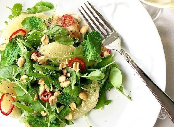 7. Потрясающе аппетитный тайский салат из куриной грудки и помело в домашних условиях готов.