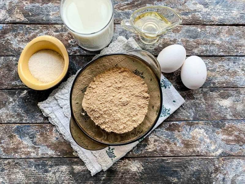 Для приготовления блинов на ржаной муке подготовьте все необходимые ингредиенты.