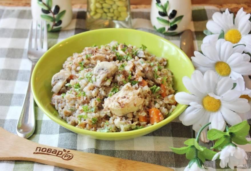 Гречка с грибами и мясом готова. Ароматная, рассыпчатая, полезная и очень вкусная. Приятного аппетита!