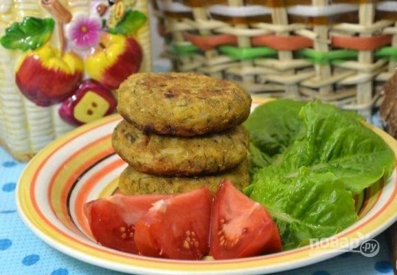 12.Подавайте котлеты с овощами, с любым гарниром по вкусу.