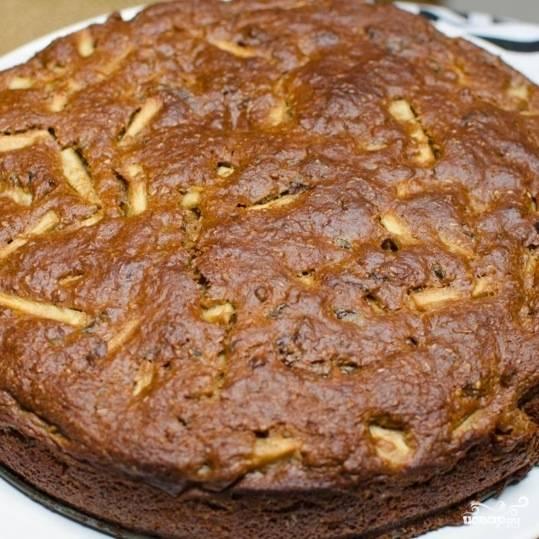 Пирог с яблоками и черносливом готов. Приятного аппетита!