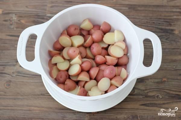 4. Картофель откиньте на дуршлаг и немного просушите. Важно не варить его долго, иначе в результате у вас получится пюре.