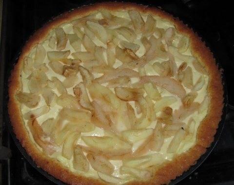 Отправляем пирог в духовку на 30 минут, температура 180 градусов.