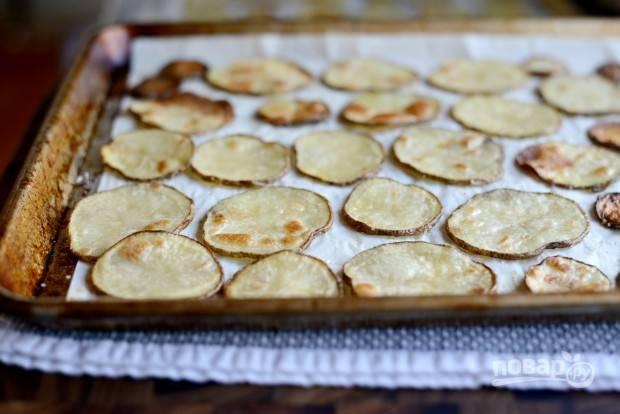 3. Запекайте кружки картофеля 25 минут в духовке при 200 градусах.