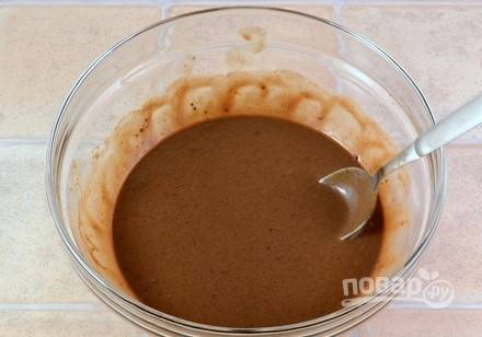 Затем добавьте ванилин и какао. Ещё раз перемешайте.