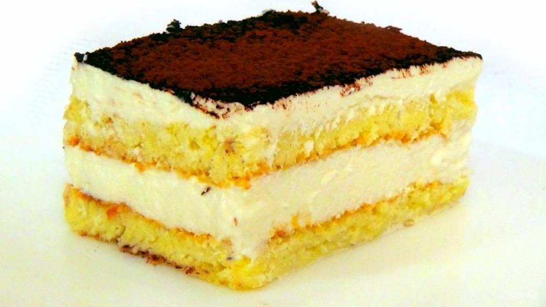 5. Посыпьте торт какао-порошком. Поставьте торт в холодильник минимум на 2 часа. Приятного аппетита!