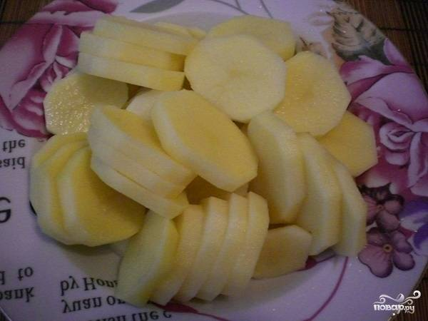 Картофель нарезаем вот такими кружочками.
