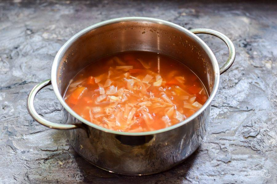 Варите суп 30-35 минут. В конце приготовления отрегулируйте вкус под себя.